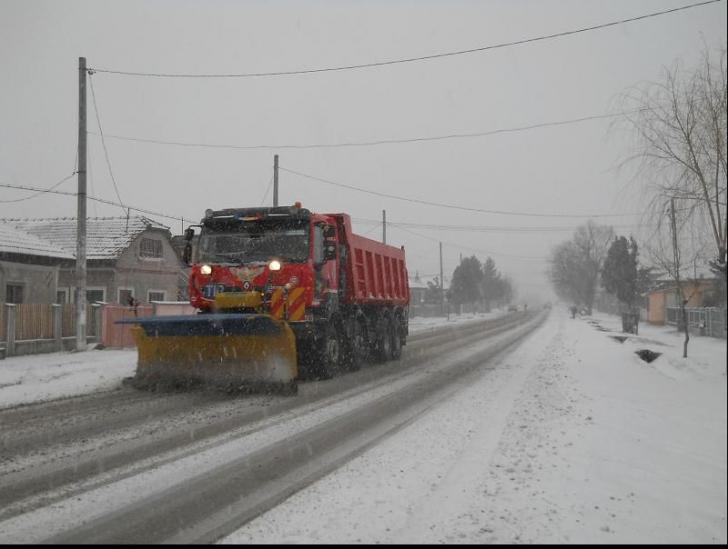 Cod galben de ninsori. Mai multe drumuri naționale au fost acoperite cu zăpadă