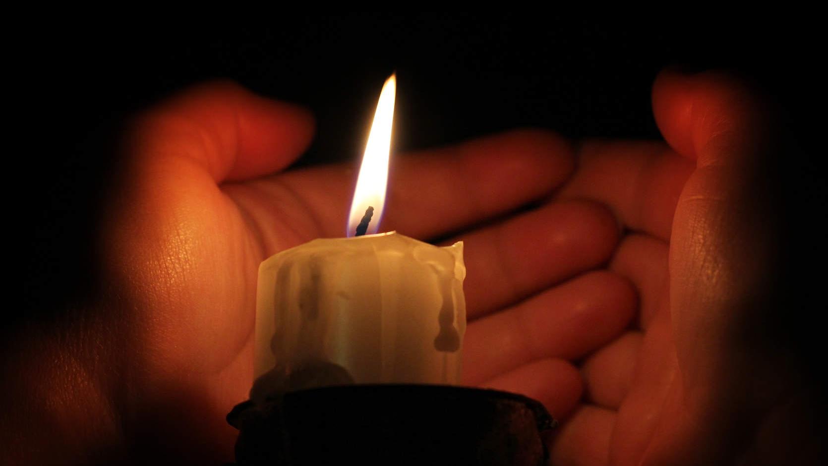 Картинки свеча памяти и скорби и цветы по маме