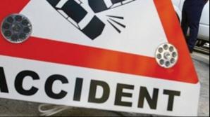 Accident în Arad. A pierdut controlul maşinii şi a lovit alte două autoturisme