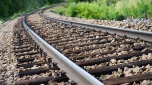 Situaţia de urgenţă: Un tren care transporta acid sulfuric a deraiat