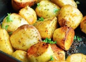 Aşa faci cei mai buni cartofi la cuptor. Singurul ingredient care face toată diferenţa