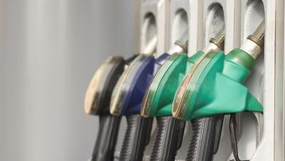 Credeţi că este normal ca dintr-un litru de benzină, statul român să încaseze 58% taxe și accize?