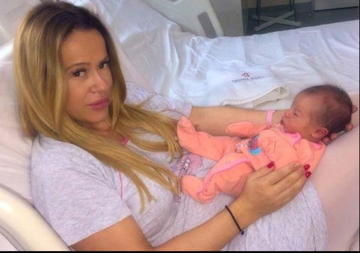 Cum arată fiica Andei Adam. Vedeta a arătat pentru prima oară chipul micuței Evelin