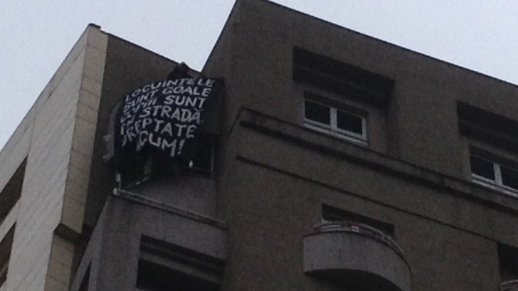 Marș pentru dreptul la locuire. Protestatarii au ocupat un apartament în centrul Bucureștiului