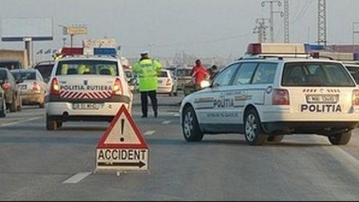 Accident grav în Vâlcea. A derapat din cauza poleiului şi a căzut cu maşina în prăpastie
