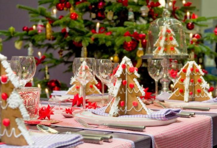 10 idei de aranjament pentru masa de Crăciun. Elegant, simplu, cu bun gust și ieftin