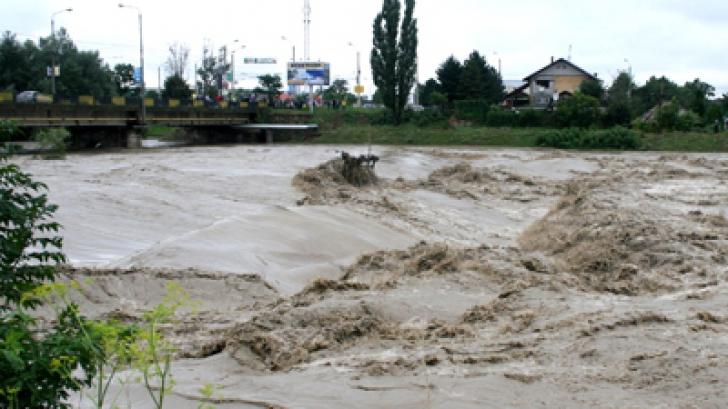 COD GALBEN de inundații în opt bazine hidrografice din 10 județe. Când intră în vigoare