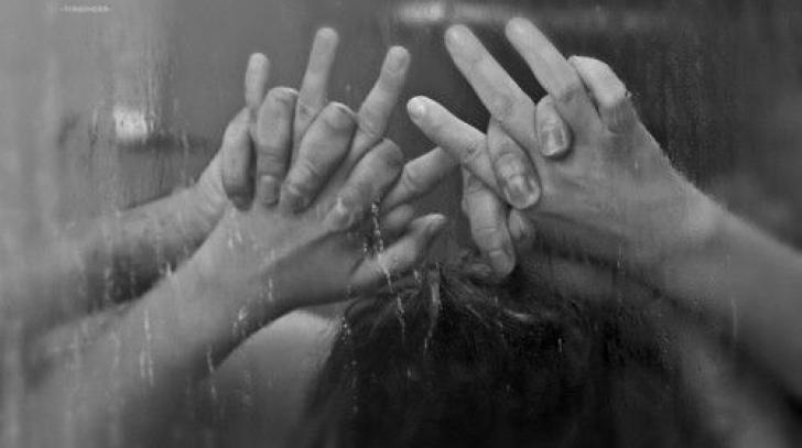 O mare vedetă a intrat cu iubitul ei la duş, l-a sărutat, iar ce a urmat a marcat-o pe viaţă