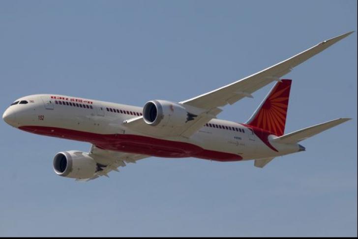 """Avion de pasageri,forțat să se întoarcă pe aeroport.Un """"musafir"""" nepoftit a băgat spaima în pasageri"""