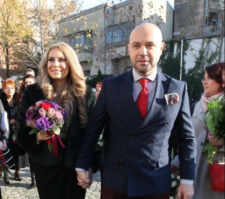 E oficial! Cel mai faimos burlac din România s-a căsătorit după 10 ani de relație