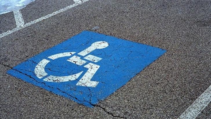 A parcat pe locul rezervat persoanelor cu handicap. Ce postat apoi pe Facebook a stârnit controverse