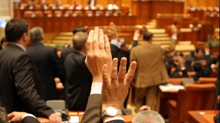 Bugetul de stat 2018, avizat favorabil pe bandă rulantă în comisiile parlamentare