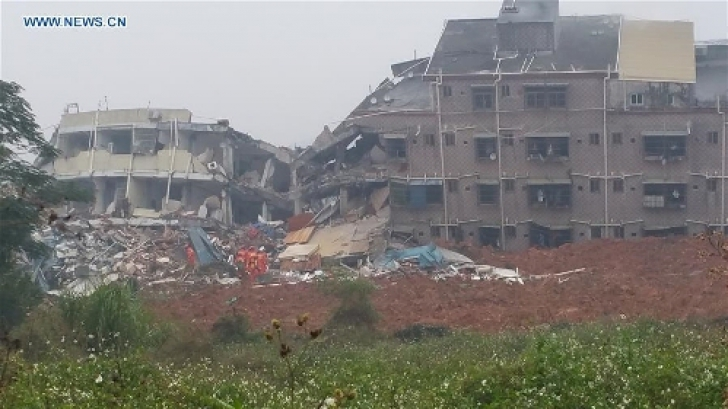33 de clădiri s-au prăbuşit după o alunecare de teren. Imagini dezastruoase