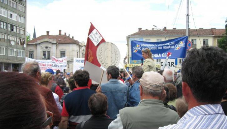 Protest spontan al comercianților din Deva, nemulțumiți de impozitul pe clădiri