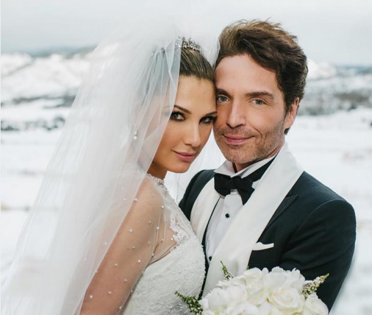 Un celebru cântăreţ s-a căsătorit în Ajunul Crăciunului. Totul a fost ţinut secret