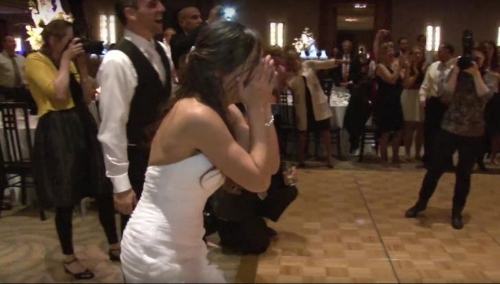 Surpriză incredibilă la o nuntă. Mireasa a început sã plângă când a văzut ce fac invitaţii