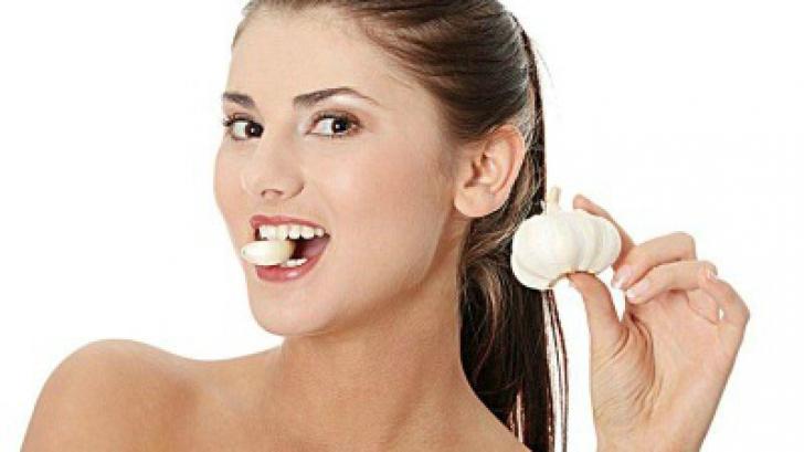Ține usturoi pe limbă timp de câteva minute. Rezultatul te va uimi