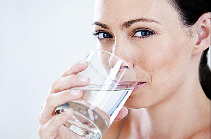 A băut apă cu sare, dimineața, pe stomacul gol. Rezultatele au fost peste așteptările ei