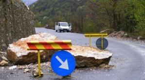 Blocaj pe Defileul Dunării, din cauza unor căderi de pietre. DN 57, închis