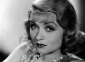 Ritualul de înfrumuseţare al unei dive de la Hollywood de acum 86 de ani