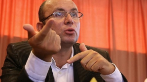 <p>Cozmin Guşă: SRI este necesar, mai ales că instituţiile sunt calamitate de interese nelegite</p>