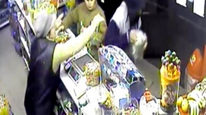 VIDEO. Se întâmplă România. Un tânăr a furat cutia cu donaţii pentru Crucea Roşie