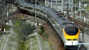 Aproximativ 700 de pasageri au rămas blocaţi opt ore, în cursul nopţii de duminică spre luni, în nordul Franţei, la bordului unui tren Eurostar care circula pe ruta Londra-Paris, după ce un incendiu a izbucnit în locomotiva de tren.