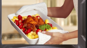 Cum se reîncălzeşte corect mâncarea