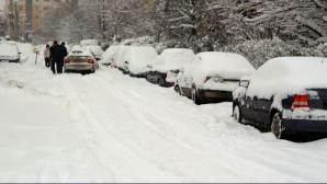 Iarna a revenit în forţă! DRUMURI ÎNCHISE şi trenuri anulate, din cauza viscolului