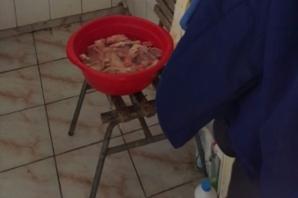 Descoperire şocantă! Cum se găteşte carnea în toaleta staţiei CFR din Făgăraş