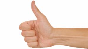 Tu cât poţi să îndoi degetul mare? Spune un lucru uimitor despre tine