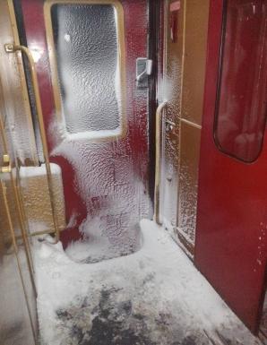 Vagon de tren din România, în perioada codului galben de ger şi ninisoare Sursa: Claudiu Radu/ Facebook