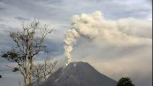 Alertă în Indonezia. Vulcanul de pe muntele Egon dă semne că va erupe din nou
