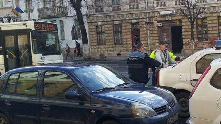 Panică la Cluj, după ce un bărbat înarmat cu un cuţit a ameninţat călătorii dintr-un autobuz
