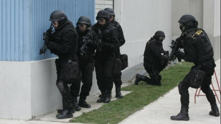 Brigada Antiteroristă a SRI, IGPR și Jandarmeria Română, la sediul Ambasadei Statului Israel