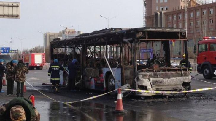 Tragic! Un autobuz a luat foc: 14 persoane au murit, 30 de răniți