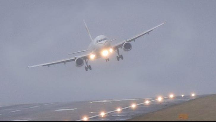 Şapte pasageri, răniţi după ce un avion American Airlines a trecut printr-o zonă cu turbulenţe