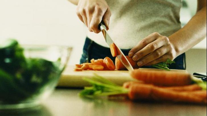 Metoda de gătit care te otrăvește. Vei continua să mai prepari mâncarea așa?