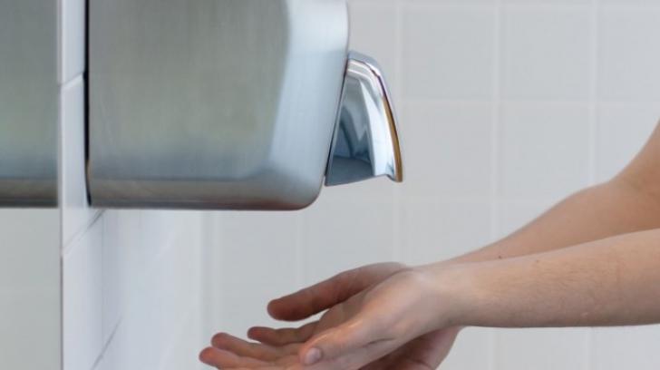 Pericolul neştiut din uscătoarele de mâini. Nu le vei mai folosi după ce citeşti asta