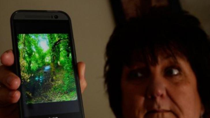 """A făcut o poză într-o pădure, dar ce a apărut în imagine a terifiat-o. """"Se vede foarte clar"""""""