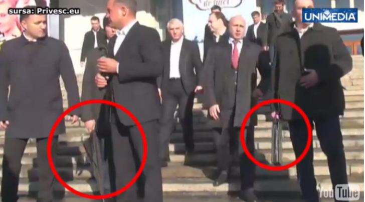 Plahotniuc în faţa propriilor susţinători: ca James Bond, cu umbrele anti-glonţ şi arme - FOTO