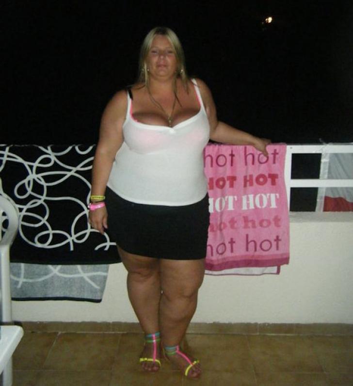 A slăbit 60 de kilograme, apoi şi-a găsit un iubit cu 12 ani mai tânăr. Cum arată acum
