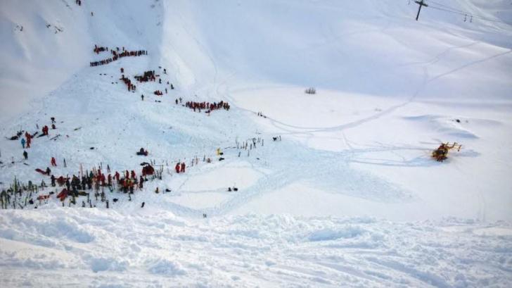 Avalanşă în Alpii francezi:un grup de liceeni şi profesorul lor, surprinşi. 3 morţi, numeroşi răniţi