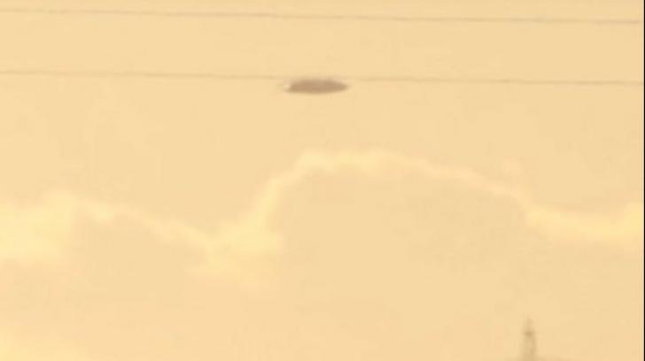 Obiect zburător ciudat, urmărit de un avion militar. Imaginile care au uluit Facebook-ul