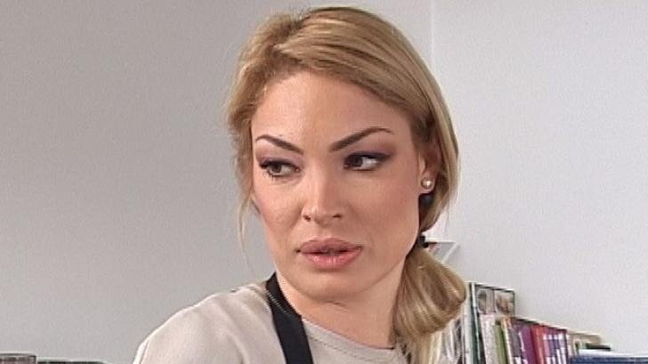 Valentina Pelinel a primit o palmă de la fostul soţ