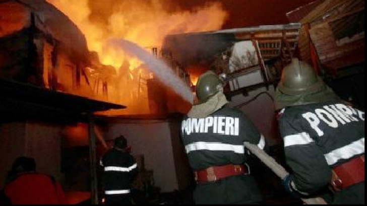 Incendiu la o locuinţă din comuna Chiajna. Întreaga familie a ajuns la spital