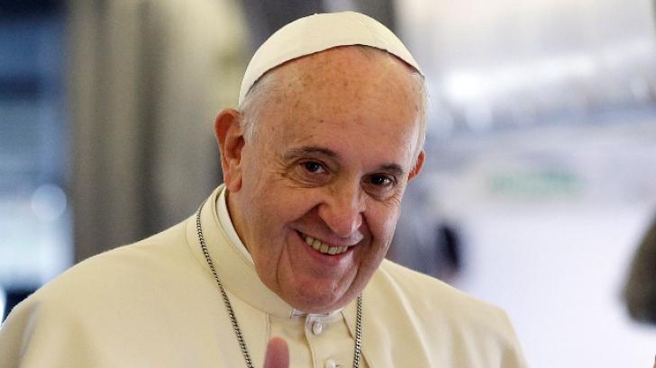 Prima carte scrisă de Papa Francisc, disponibilă şi în România. Când va fi lansată