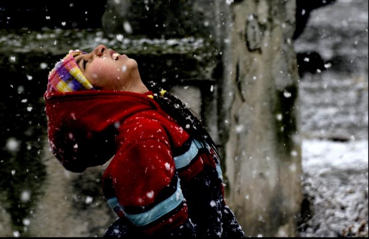 Zăpada ne poate afecta sănătatea. Cât de periculoși sunt, de fapt, fulgii de nea