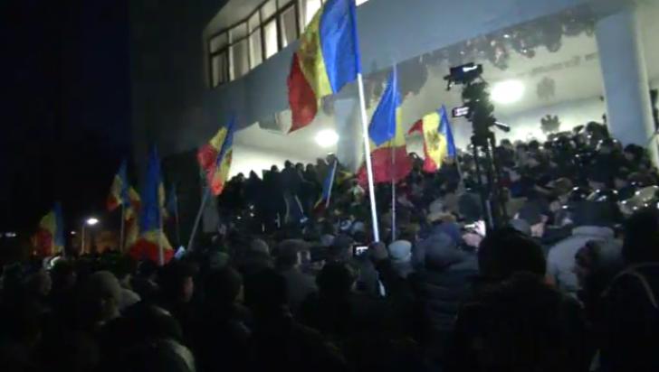 Noi proteste la Chişinău, vineri de la ora 10.00. Manifestanţii de astăzi au luat o pauză