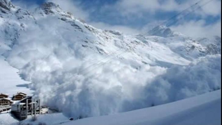 Avertizarea de risc mare de avalanșă în Munții Făgăraș, prelungită. Până când e valabilă